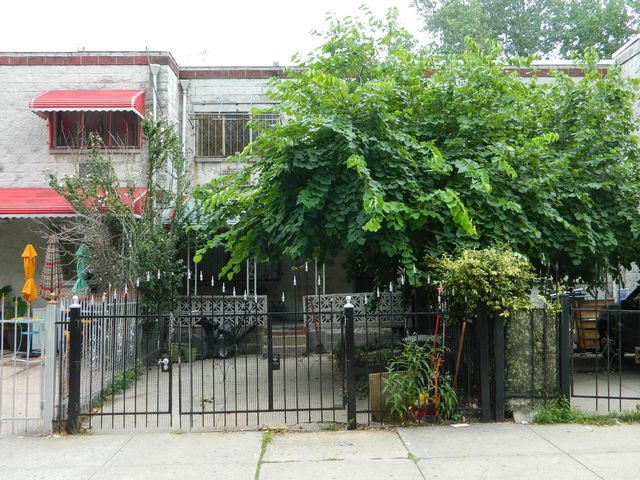 3 BR,  1.55 BTH  Colonial style home in Bronx
