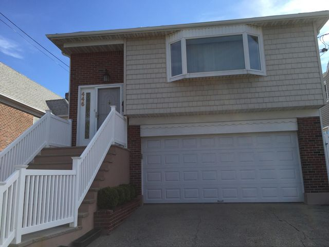 4 BR,  2.50 BTH  style home in Belle Harbor