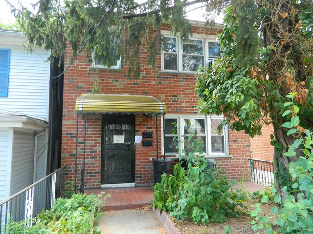 5 BR,  2.00 BTH  Colonial style home in Bronx