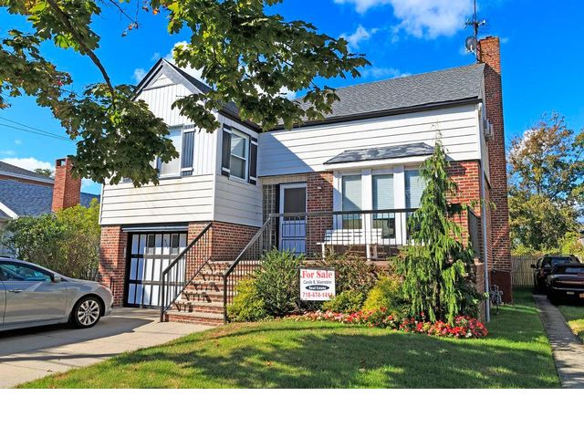 4 BR,  3.00 BTH Split-level style home in Neponsit