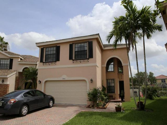 3 BR,  2.50 BTH 2 story style home in Coral Springs