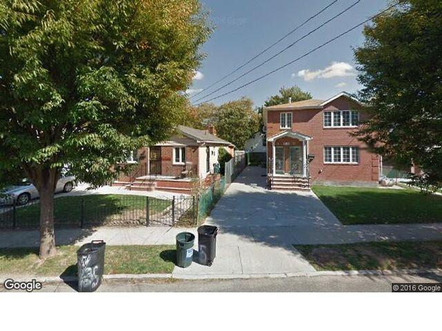 6 BR,  2.00 BTH Duplex style home in Bayside