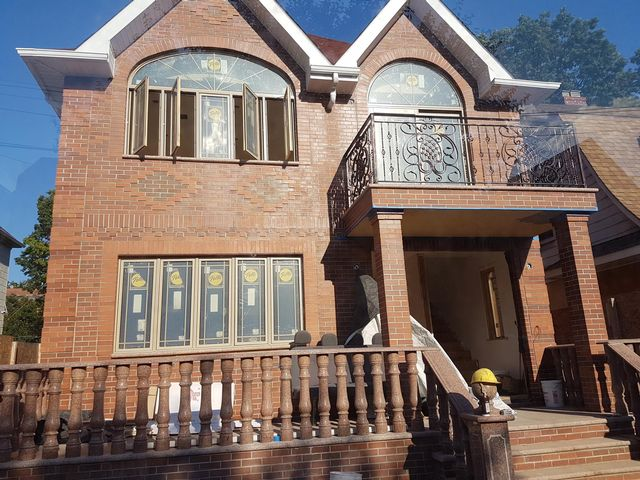 7 BR,  5.00 BTH 2 story style home in Flushing
