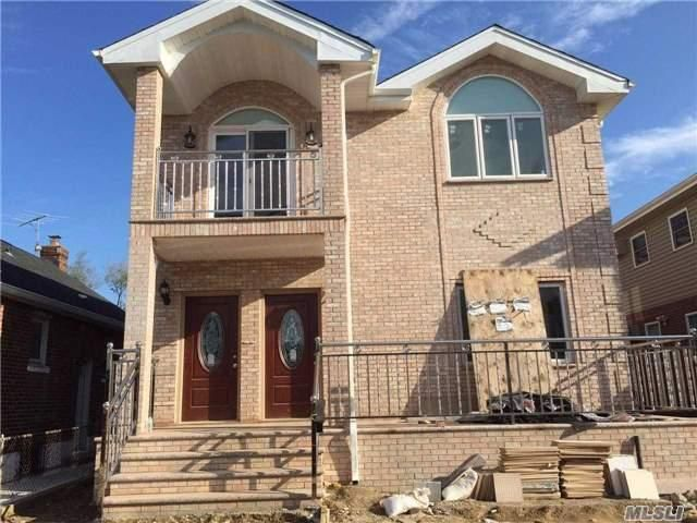 5 BR,  5.00 BTH 2 story style home in Bayside