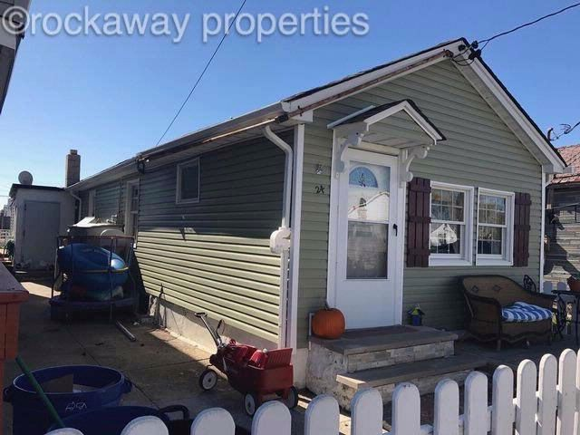 2 BR,  1.00 BTH  Bungalow style home in Broad Channel