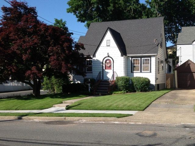 4 BR,  2.00 BTH   style home in Great Kills