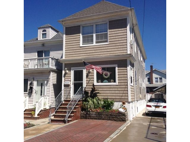 3 BR,  3.00 BTH 2 story style home in Belle Harbor