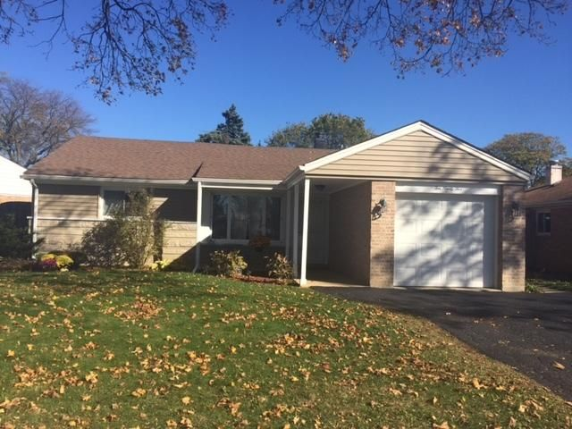 2 BR,  1.00 BTH  Ranch style home in Des Plaines