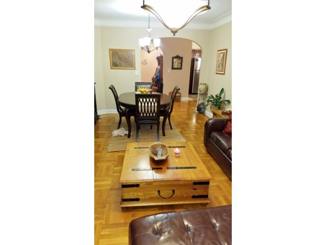 3 BR,  2.00 BTH  Co-op style home in Woodside