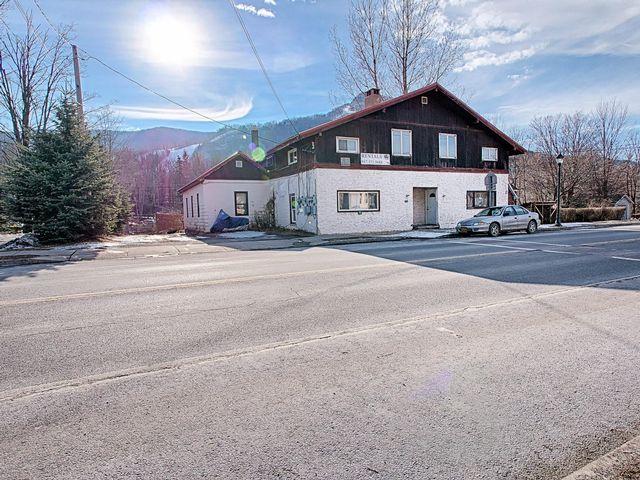 [Hunter Real Estate, listing number 6716242]