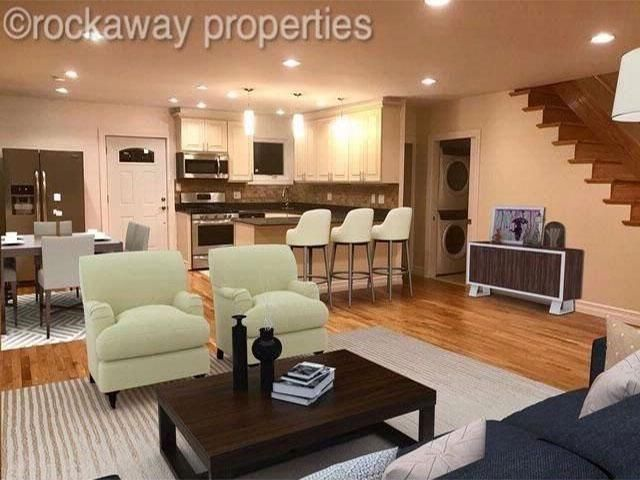 3 BR,  2.50 BTH  Contemporary style home in Rockaway Beach