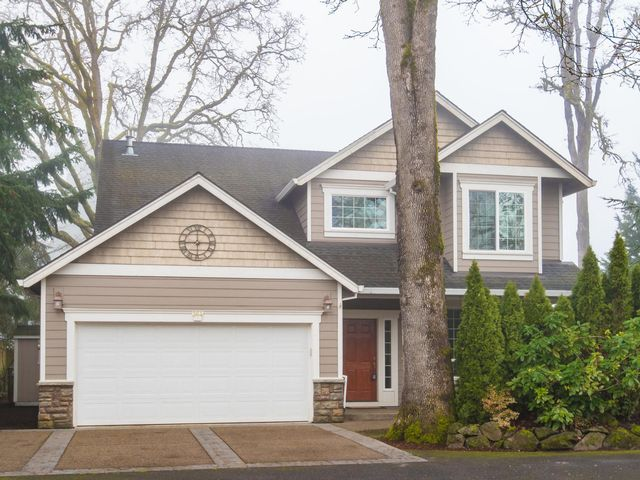 4 BR,  3.00 BTH Traditional style home in Hillsboro