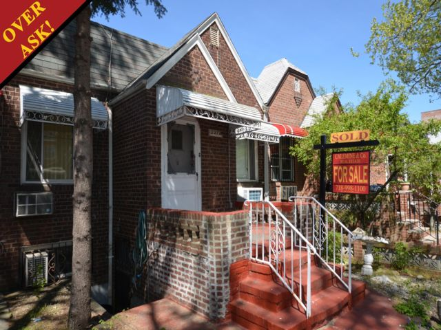 3 BR,  2.00 BTH   style home in Sheepshead Bay