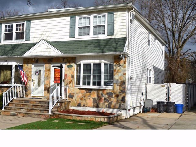 3 BR,  1.50 BTH  2 story style home in Great Kills