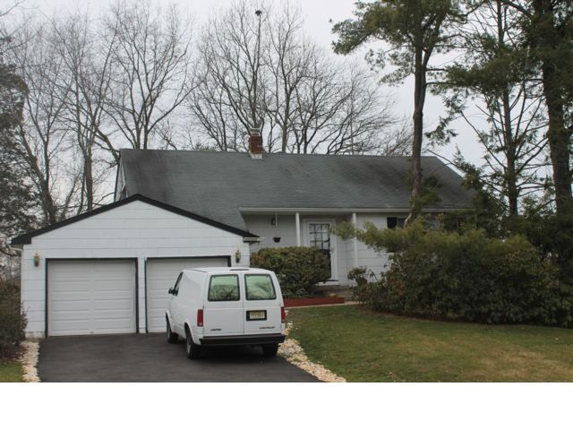 4 BR,  2.50 BTH Split-level style home in Somerset