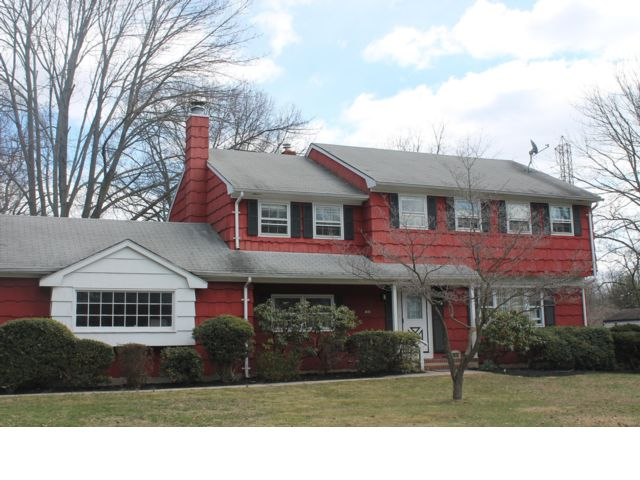4 BR,  2.50 BTH Colonial style home in North Brunswick