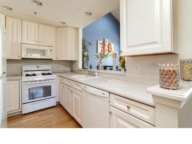 2 BR,  2.50 BTH Townhouse style home in Hawthorne