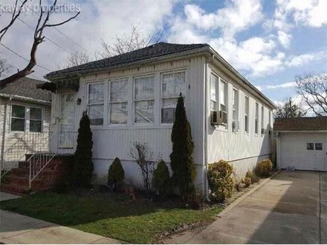 4 BR,  2.50 BTH  style home in Far Rockaway