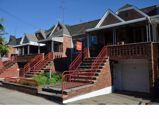 4 BR,  2.00 BTH  2 story style home in Gravesend