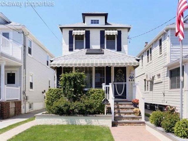 3 BR,  1.50 BTH Colonial style home in Rockaway Park