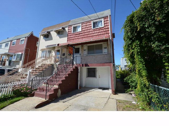 4 BR,  1.50 BTH  Duplex style home in Arverne