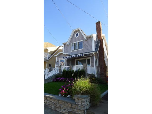 4 BR,  2.00 BTH  Colonial style home in Belle Harbor