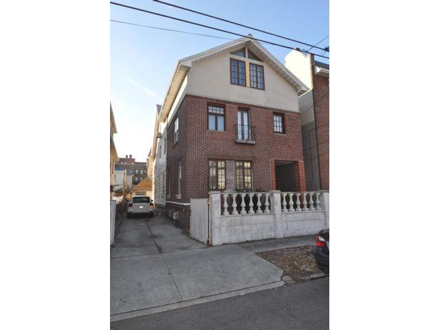 7 BR,  4.50 BTH  style home in Brooklyn