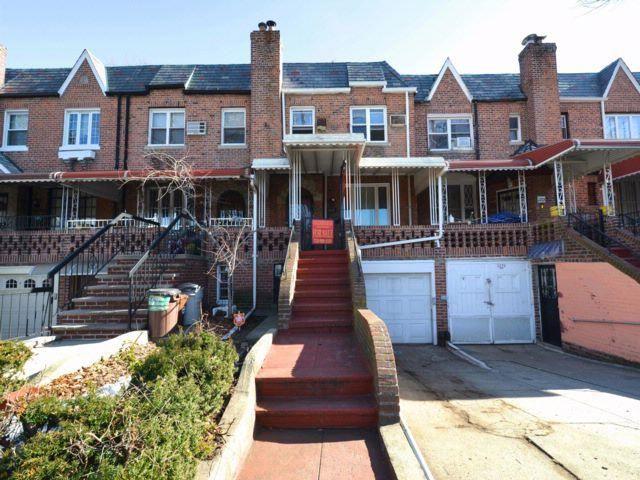 3 BR,  2.50 BTH Duplex style home in Sheepshead Bay