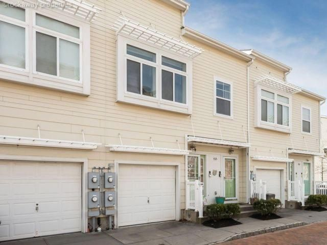 4 BR,  3.00 BTH   style home in Arverne By The Sea