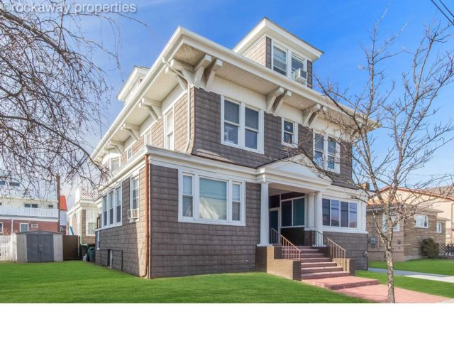 6 BR,  4.50 BTH  Victorian style home in Belle Harbor