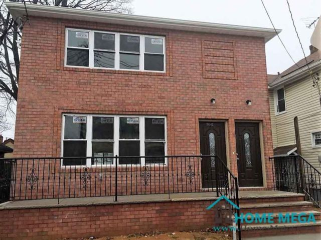 6 BR,  5.00 BTH  style home in Laurelton
