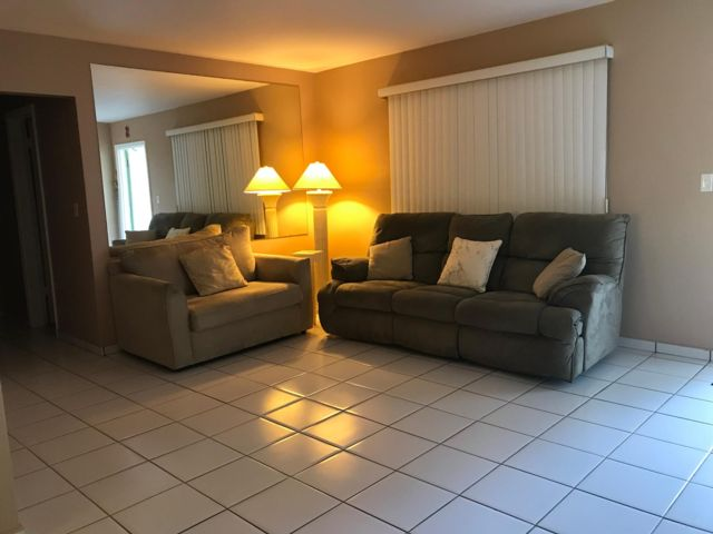 2 BR,  2.00 BTH Condo style home in Hollywood