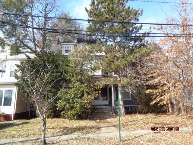 4 BR,  2.50 BTH Colonial style home in Elizabeth