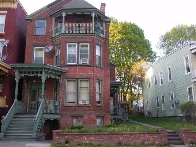 5 BR,  3.00 BTH Trilevel style home in Newburgh