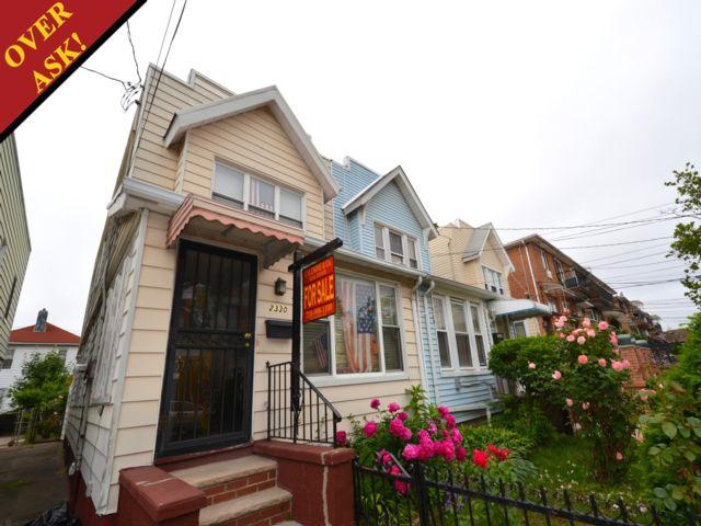3 BR,  1.50 BTH Duplex style home in Sheepshead Bay