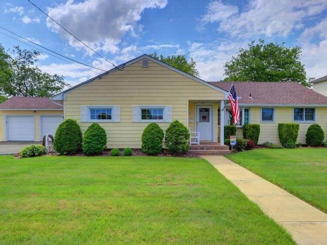 3 BR,  1.50 BTH  Exp ranch style home in Massapequa