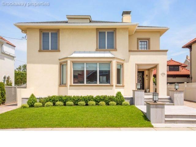5 BR,  3.50 BTH Mediterranean style home in Neponsit