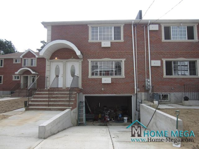 6 BR,  5.00 BTH  style home in Jamaica