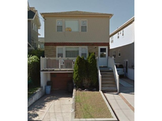 5 BR,  3.00 BTH Duplex style home in Belle Harbor
