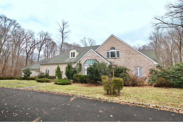5 BR,  5.50 BTH Colonial style home in Morristown
