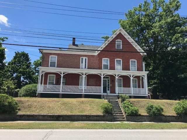 7 BR,  3.00 BTH Victorian style home in Monroe