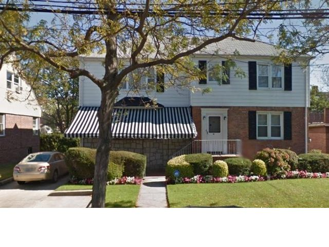 6 BR,  4.50 BTH Duplex style home in Belle Harbor