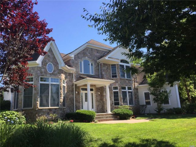 6 BR,  3.55 BTH Colonial style home in Dix Hills