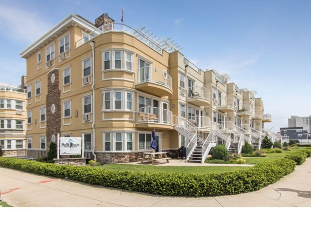 3 BR,  2.50 BTH  style home in Rockaway Park