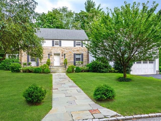 6 BR,  4.50 BTH  Colonial style home in New Rochelle