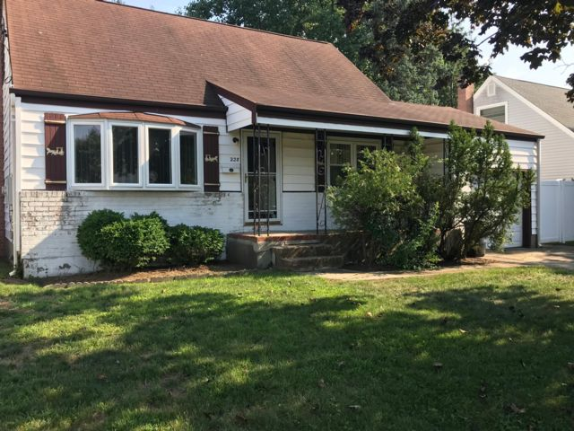 3 BR,  1.00 BTH  Cape style home in Lindenhurst