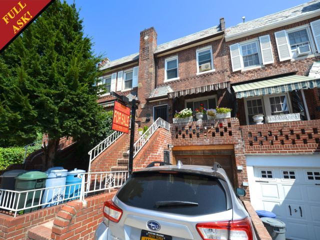3 BR,  2.00 BTH  Townhouse style home in Bay Ridge