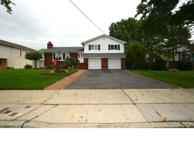 3 BR,  2.00 BTH  Split-level style home in Bulls Head