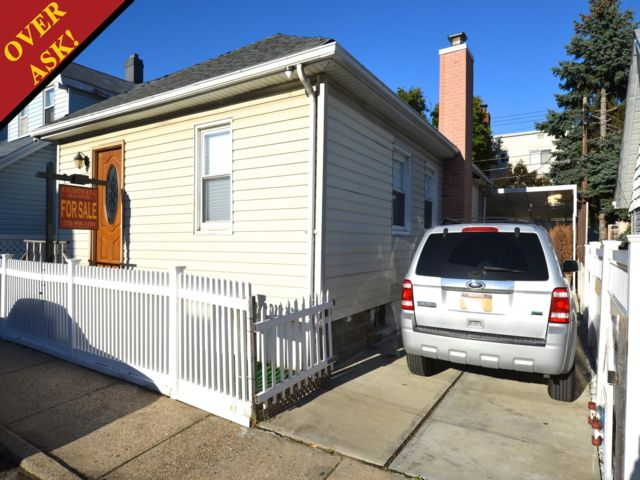 2 BR,  1.00 BTH  Ranch style home in Gerritsen Beach
