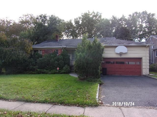 5 BR,  3.50 BTH Split style home in Springfield